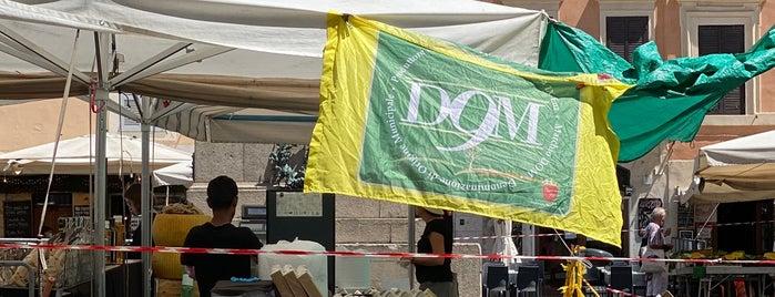 Mercato di Campo dei Fiori is one of Italy 2019.