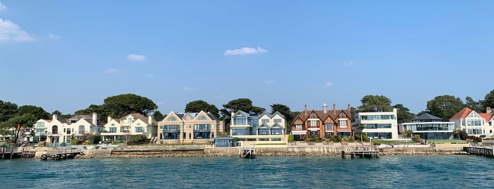 Sandbanks Millionaires Row is one of Lugares favoritos de Mike.