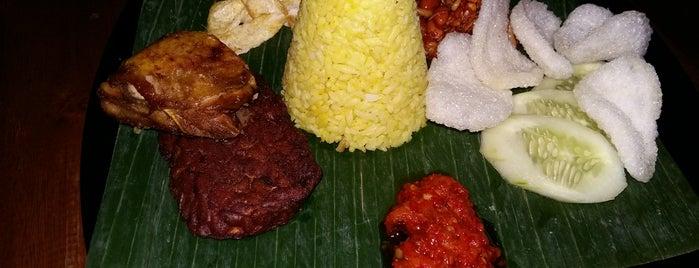 Kedai Locale Indonesian Bistro & Coffee is one of Lieux qui ont plu à Hana.
