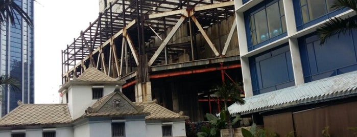Le Méridien Jakarta is one of Lieux qui ont plu à Hana.