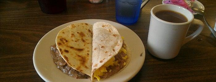 Georgia's Mexican Restaurant is one of Tempat yang Disimpan Avelino.