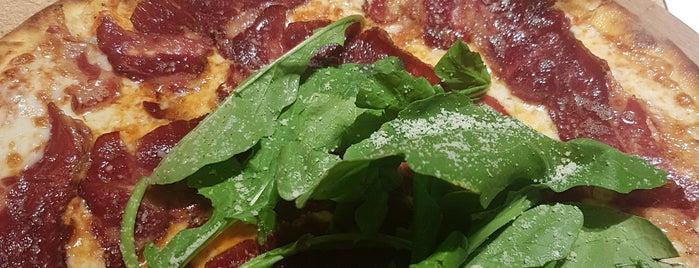 Yumm Pizza is one of Lieux qui ont plu à Altuğ.
