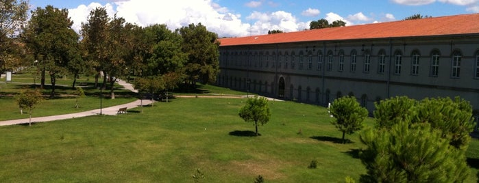 Yıldız Teknik Üniversitesi is one of En çok check-inli mekanlar.