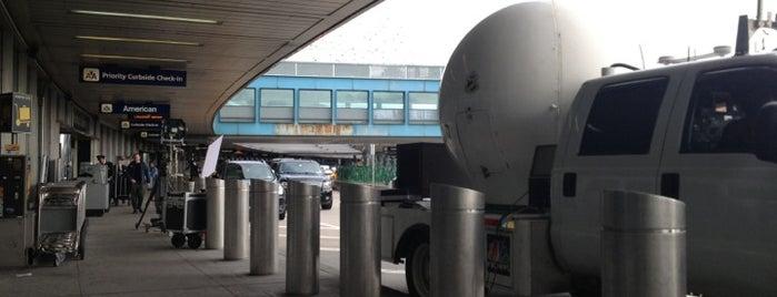 LaGuardia Airport (LGA) is one of บันทึกเดินทาง New York.