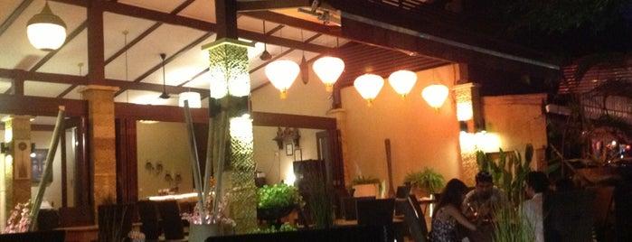 Putumayo Oriental Seafood Restaurant is one of สถานที่ที่ Julia ถูกใจ.