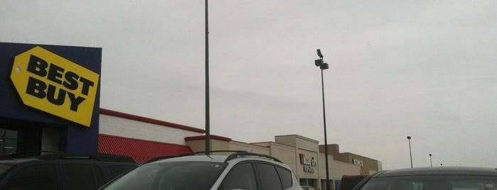 Northcrest Shopping Center is one of Andrew'in Beğendiği Mekanlar.
