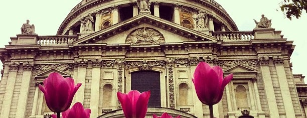 St Paul's Cathedral is one of London Favorites.