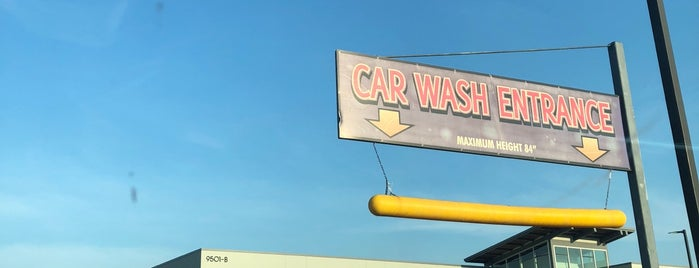 Sharky's Car Wash is one of สถานที่ที่ Aaron ถูกใจ.