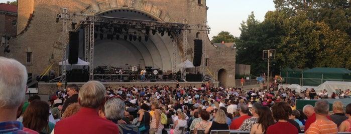 Toledo Zoo Ampitheater is one of Tempat yang Disukai Lizz.