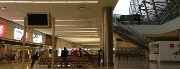 Aeropuerto Internacional de Carrasco (MVD) is one of Foursquare City Int'l Airport.
