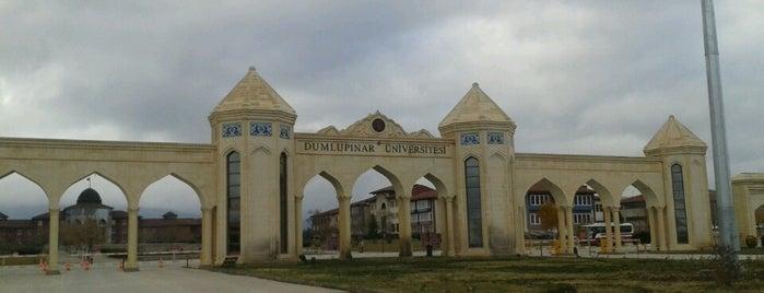 Kütahya Dumlupınar Üniversitesi is one of zekiyeさんのお気に入りスポット.