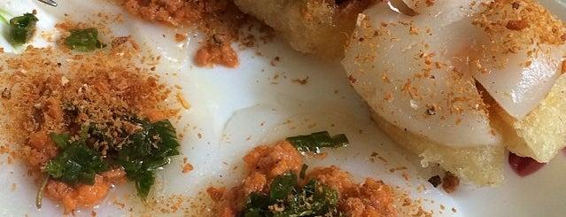 Banh canh cua Bà Dạng is one of ăn hàng.
