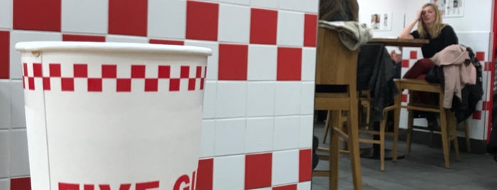 Five Guys is one of Lieux qui ont plu à Marco.