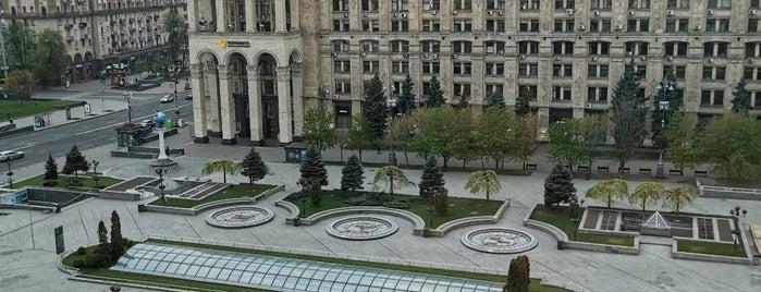 Spaces Maidan Plaza is one of Lugares favoritos de Vlad.