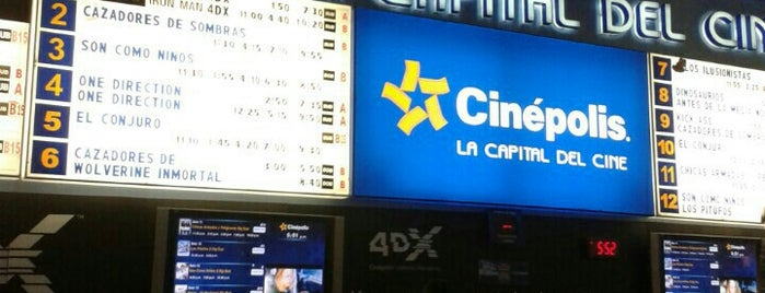 Cinépolis is one of Locais curtidos por Mónica.