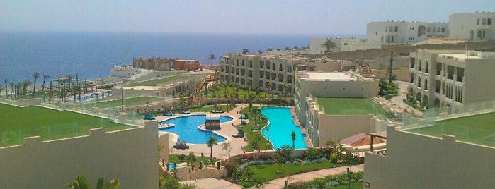 Sunrise Grand Select Arabian Beach Resort is one of Gespeicherte Orte von Alice🍒.