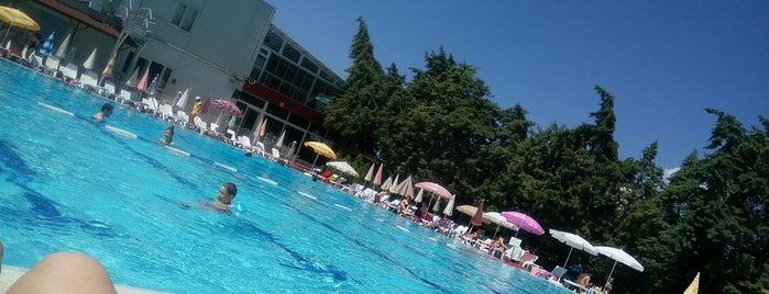 Karayemiş Spor Tesisleri is one of BORDO MAVİ MEKANLAR.
