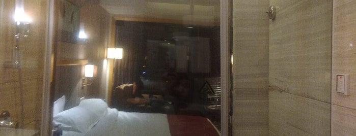 Holiday Inn Shanghai Jinxiu is one of Matteo'nun Beğendiği Mekanlar.