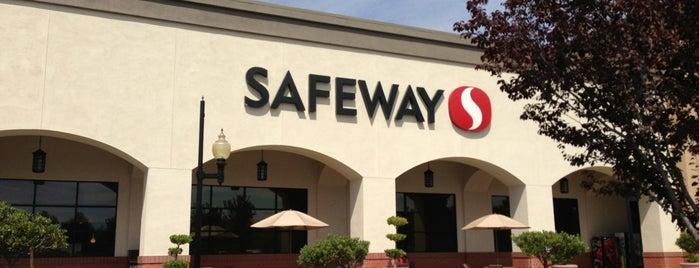 Safeway is one of สถานที่ที่ Aaron ถูกใจ.