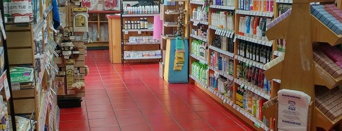 Natural Grocers is one of Posti che sono piaciuti a Rowan.