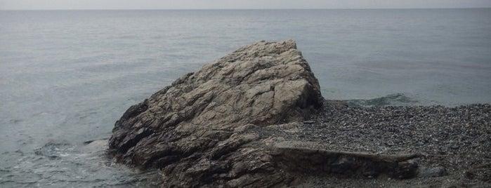 48 Beach Μαύρο Λιθάρι is one of สถานที่ที่ J ถูกใจ.