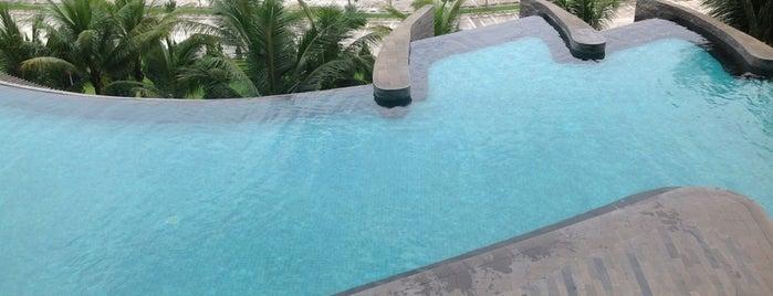 Kolam Renang Hotel Novotel is one of Tempat yang Disukai Ajenkk.