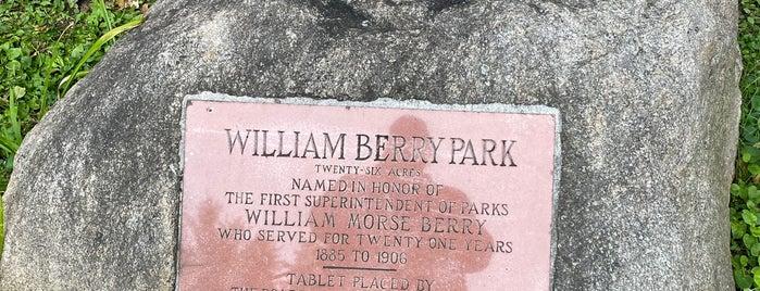 William Berry Parkway is one of Alan'ın Beğendiği Mekanlar.