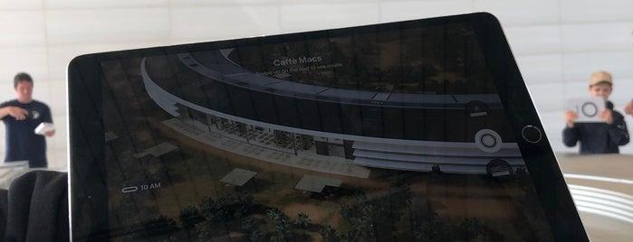 Apple Park Visitor Center is one of Posti che sono piaciuti a Dana.