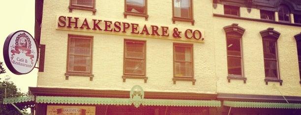 Shakespeare and Co. is one of Gespeicherte Orte von Alexandra.