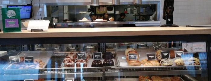 Corner Bakery Cafe is one of Tempat yang Disukai Andrea.