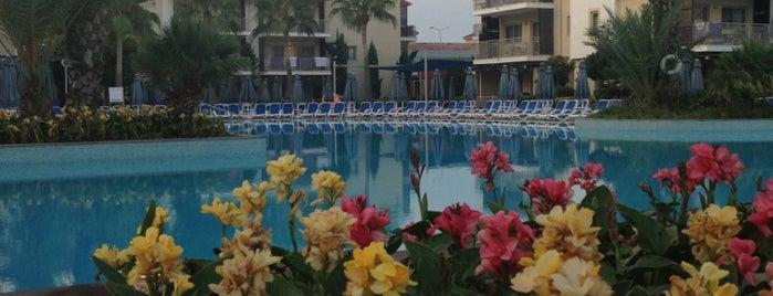 Sunving Resort&Spa Side west beach is one of สถานที่ที่ Süleyman ถูกใจ.