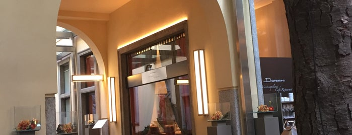 Doriani Montenapoleone Cafe' Restaurant is one of Favoriler.