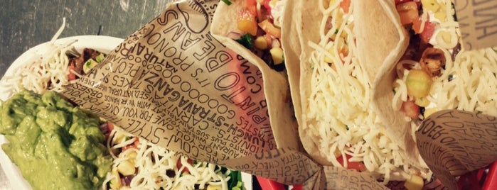 Chipotle Mexican Grill is one of Tempat yang Disukai Harper.