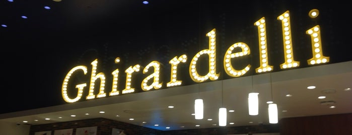 Ghirardelli Ice Cream & Chocolate Shop is one of Locais salvos de Hongyi.