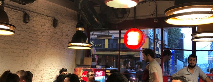 Biber Burger is one of Lieux qui ont plu à Taygun.