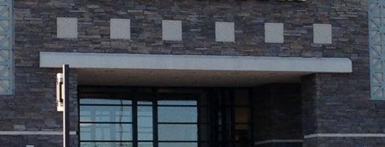 Barnes & Noble is one of สถานที่ที่ Geoffrey ถูกใจ.