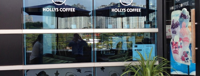 HOLLYS COFFEE is one of Ben's list for Coffee and Cafe.