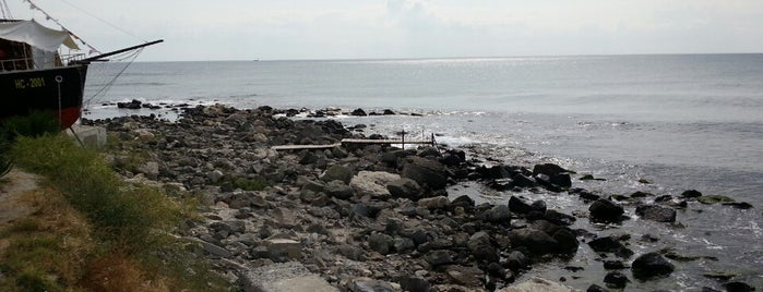 Old Nessebar Beach is one of Tempat yang Disukai 83.