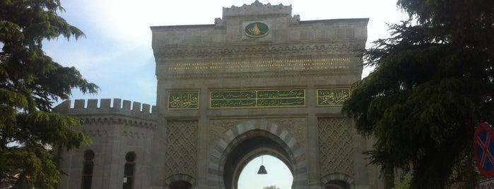 İstanbul Üniversitesi Beyazıt Kampüsü Bahçesi is one of Locais curtidos por Engin.
