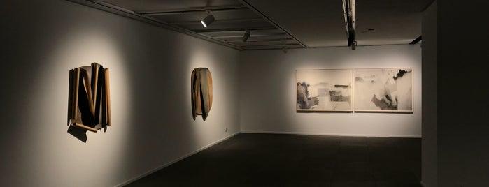 Galerie Du Monde is one of HK.