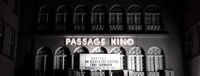 Passage Kino is one of Orte, die Rhys gefallen.