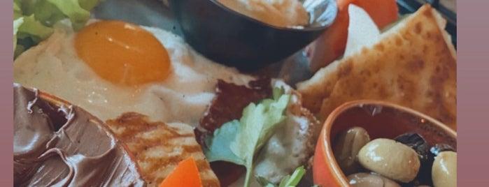 Hellim Cafe & Restaurant is one of Gidilebilecek Güzel Yerler.