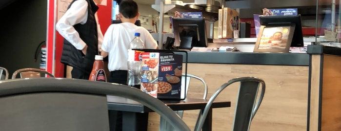 Domino's Pizza is one of Tempat yang Disukai Bob.