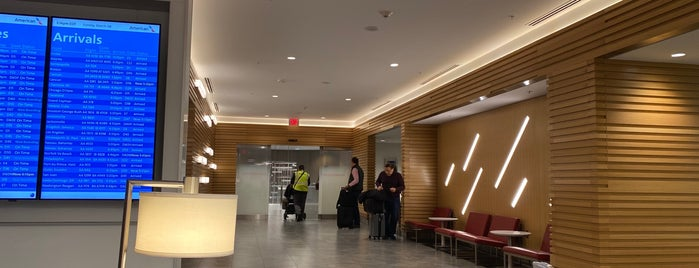 American Airlines Flagship Lounge is one of Tempat yang Disukai jordi.