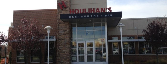 Houlihan's is one of Locais curtidos por Thy.