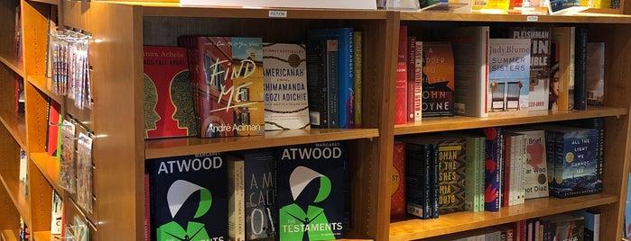 Edgartown Books is one of Tempat yang Disukai Danyel.