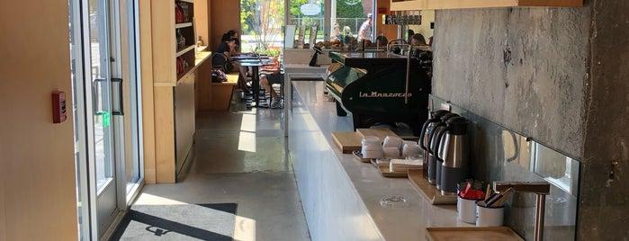 Intelligentsia Coffee is one of สถานที่ที่บันทึกไว้ของ Chloe.