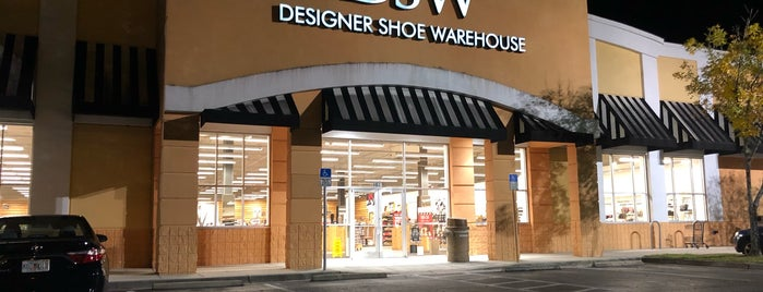 DSW Designer Shoe Warehouse is one of Tempat yang Disukai Sarah.