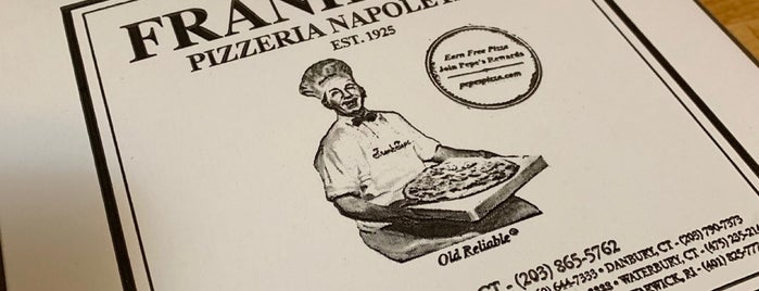 Frank Pepe's Pizzeria is one of Lugares favoritos de Al.