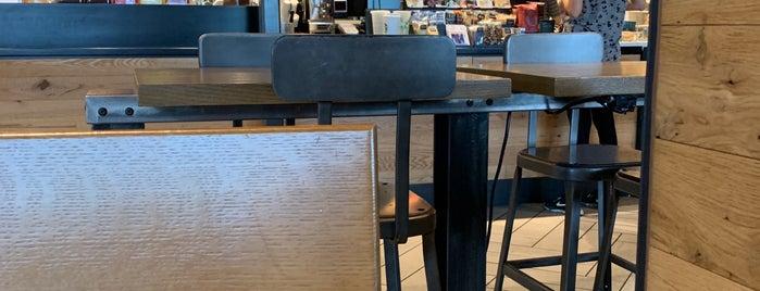 Starbucks is one of Orte, die Lea gefallen.